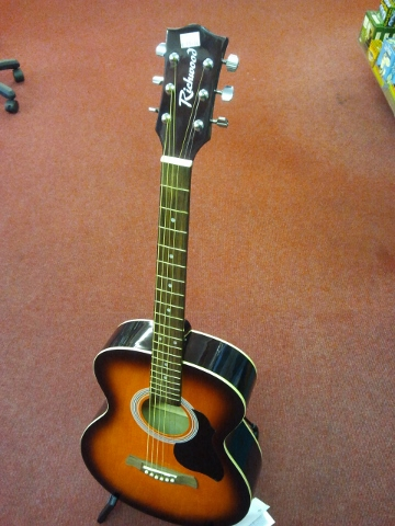 Starter Acoustic Richwood Guitar.